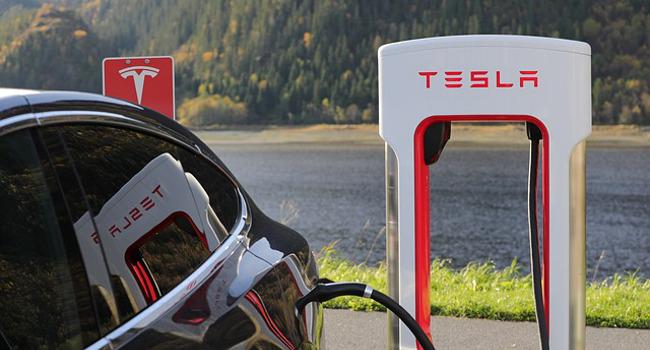 conviene investire in azioni Tesla